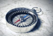 Bild von einem Kompass, der in Richtung Digitalisierung weist